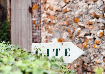 domaine des evis - séjourner - petite maison accueil 05 - (c) Sasithon-Photography
